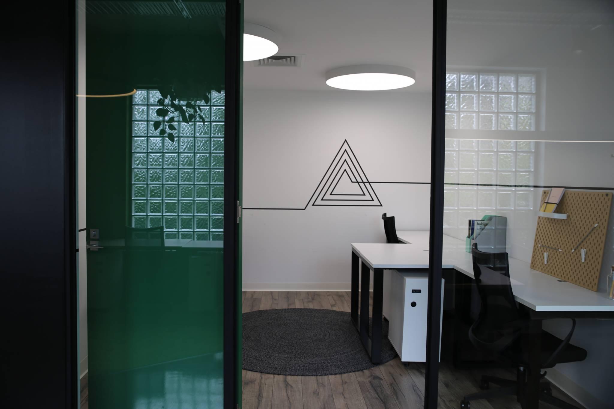 Five person pod office